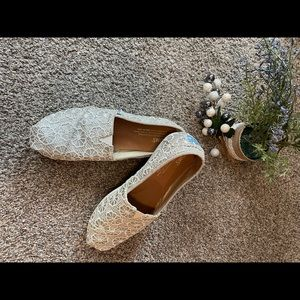 Silver lace TOMS